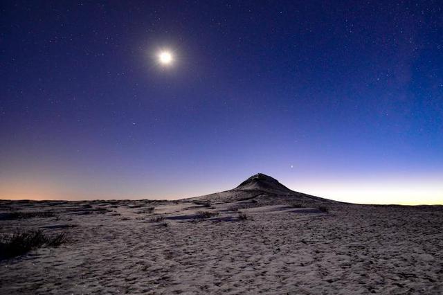 内蒙古乌兰察布:火山夜色