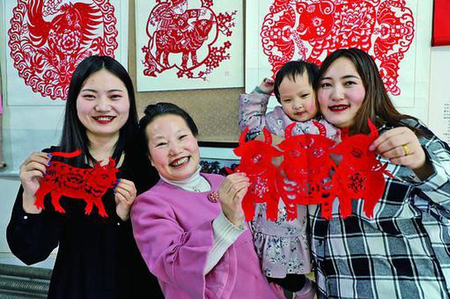 """兴安盟突泉县剪纸艺术坊让传统文化""""活""""起来"""