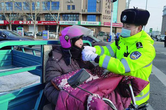 """乌兰浩特市公安局交巡大队开展了""""一盔一带""""活动"""