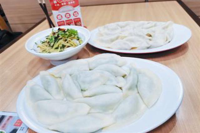 腊月二十三小年到通辽市民家家户户吃饺子迎新春