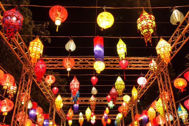 呼和浩特市:元宵节到广场看为民演出