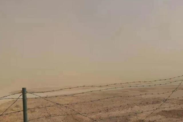 内蒙古阿拉善盟遭遇牛年首场沙尘暴
