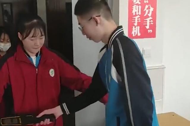 内蒙古中学禁止手机进课堂  要求统一放入储藏柜