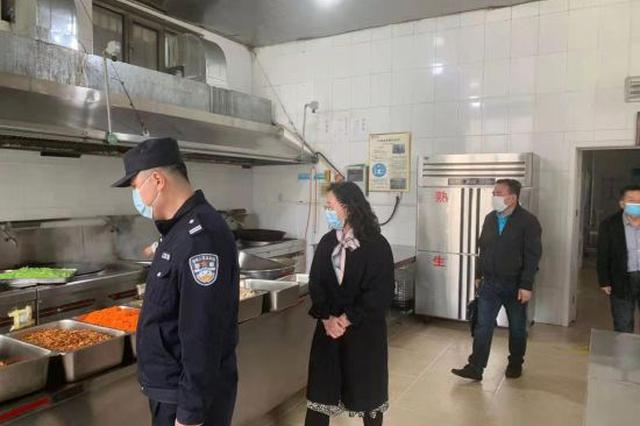 巴彦淖尔市磴口县公安局联合六部门开展校园食品安全联合检查