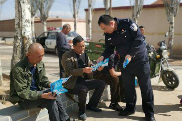内蒙古基层公安局民警深入辖区开展法律知识宣传