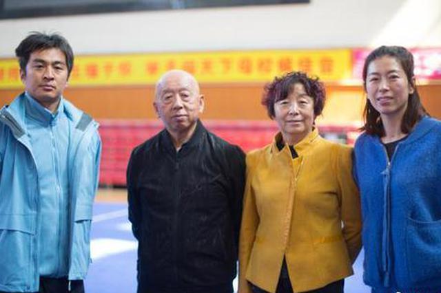 """父女档+夫妻档 内蒙古校园里的武术""""传承"""""""