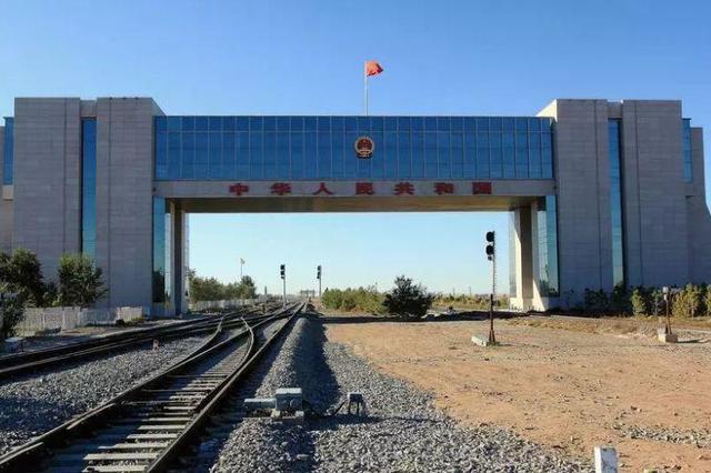 中蒙最大陆路口岸今年进出口运量完成493.84万吨
