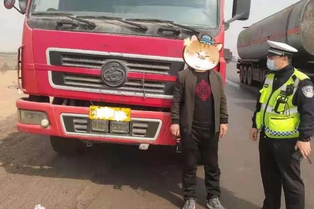 司机无证驾驶报废货车被乌海市交警查获
