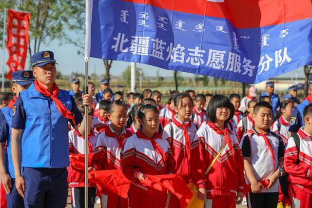 """""""红领巾心向党""""——蓝朋友与红孩子共度儿童节"""