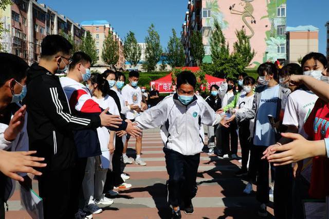 高考首日 内蒙古自治区满洲里市931名学子赴考