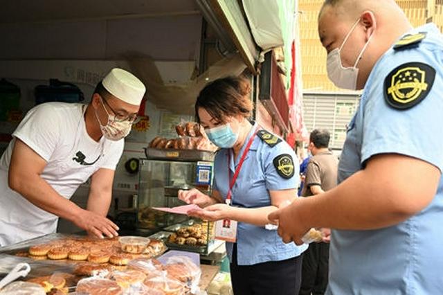 呼和浩特市市場監管局對月餅市場開展檢查