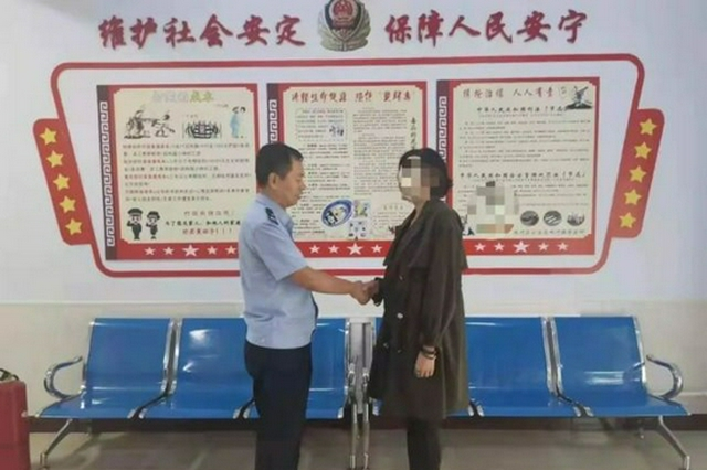巴彦淖尔市:市民粗心转错账 民警热心帮找回