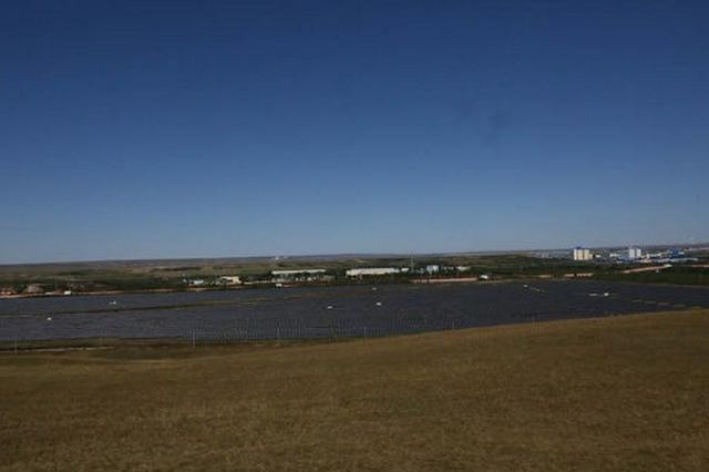 在内蒙古鄂温克草原上有一座光伏扶贫电站