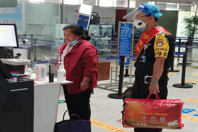 """通辽市机场开展""""适老化""""安检 服务老年旅客出行"""