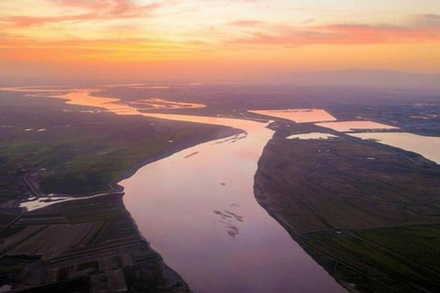 内蒙古的黄河沿岸秋景美如画 等你来拍大片