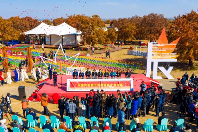 中国兴安盟五角枫摄影大展在科右中旗开幕