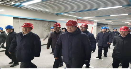 刘文玉副市长检查我市地铁一、二号线 安全生产工作   慰问一