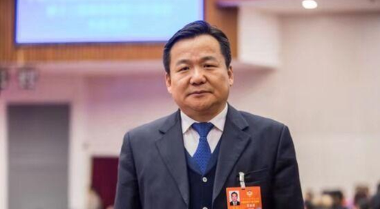 自治区政协委员、内蒙古电力集团公司党委书记、董事长贾振国