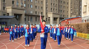 呼和浩特中小学幼儿园迎开学升国旗