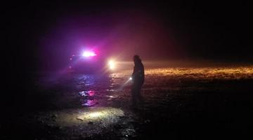 北京游客被困 内蒙古民警深夜冒雨救援