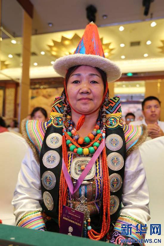 8月11日,参加论坛的青海蒙古族代表(新华网白玲迪摄)