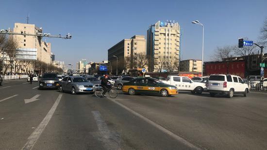 事故发生后周边路口进行交通管制