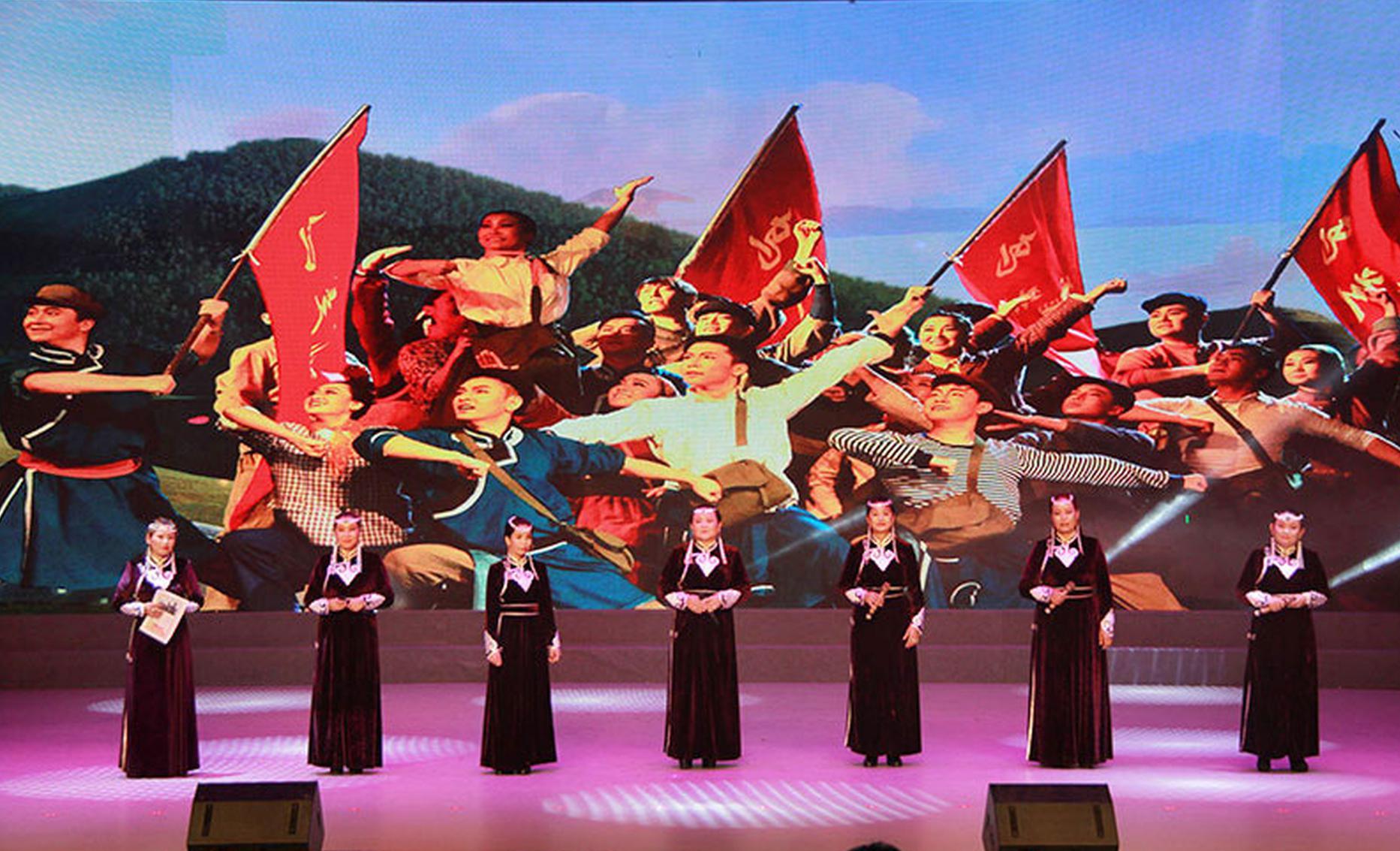《彩虹·鄂温克》乌兰牧骑晚会 在鄂温克族自治旗开幕