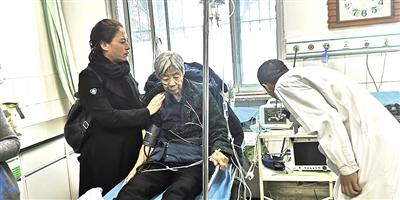一位老人受到惊吓入院检查