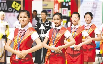 5月6日,内蒙古建工职业技术学校的学生进行礼仪展示。
