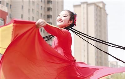 艺术类学校学生展示舞者风采