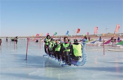 """冰上""""滑""""龙舟"""