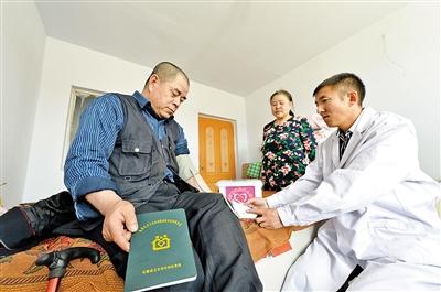 乌兰察布市化德县白音特拉乡白音特拉村村民享受到了基层医疗机构家庭医生签约服务。