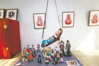 达斡尔族剪纸哈尼卡作品展示。