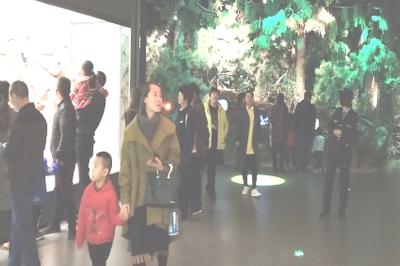 内蒙古自然博物馆首日开馆迎来游客小高峰