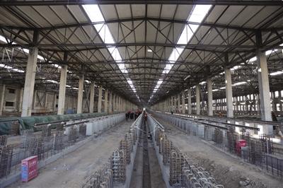 三间房车辆段内的地铁检测轨道正在进行施工