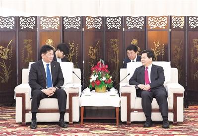 4月12日上午,自治区党委书记、人大常委会主任李纪恒在巴彦淖尔会见了蒙古国总理呼日勒苏赫一行。