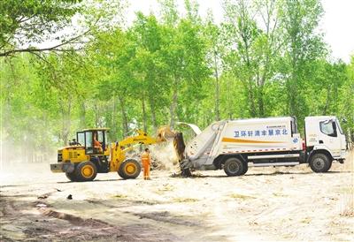 5月6日,呼和浩特市赛罕区黄合少镇西良村,环卫保洁工作正在有序开展。