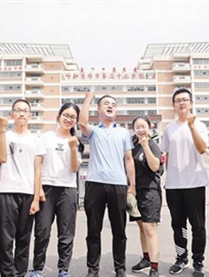 首府两万余名考生完成人生中第一次大考