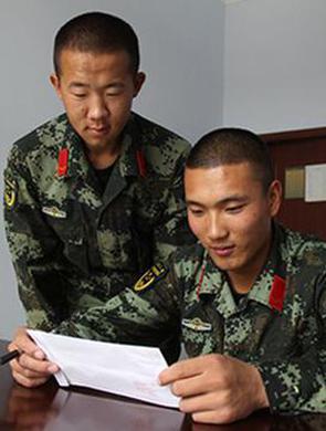 内蒙古边防官兵们的别样团圆