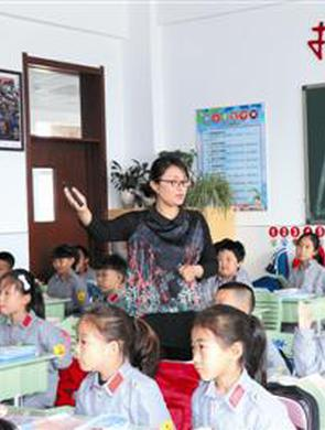 """教师胡娜 永不停歇的教育?#30333;访?#20154;"""""""