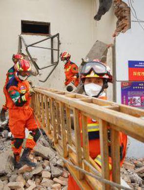赤峰举行地震救援实战拉动演练