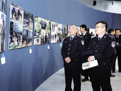 纪念改革开放40周年书法摄影展开幕