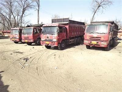 闲置在村子里的大货车