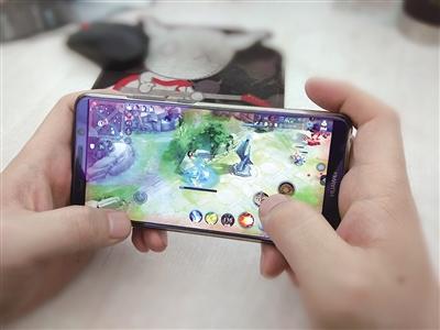 网络游戏是孩子沉迷手机的原因之一
