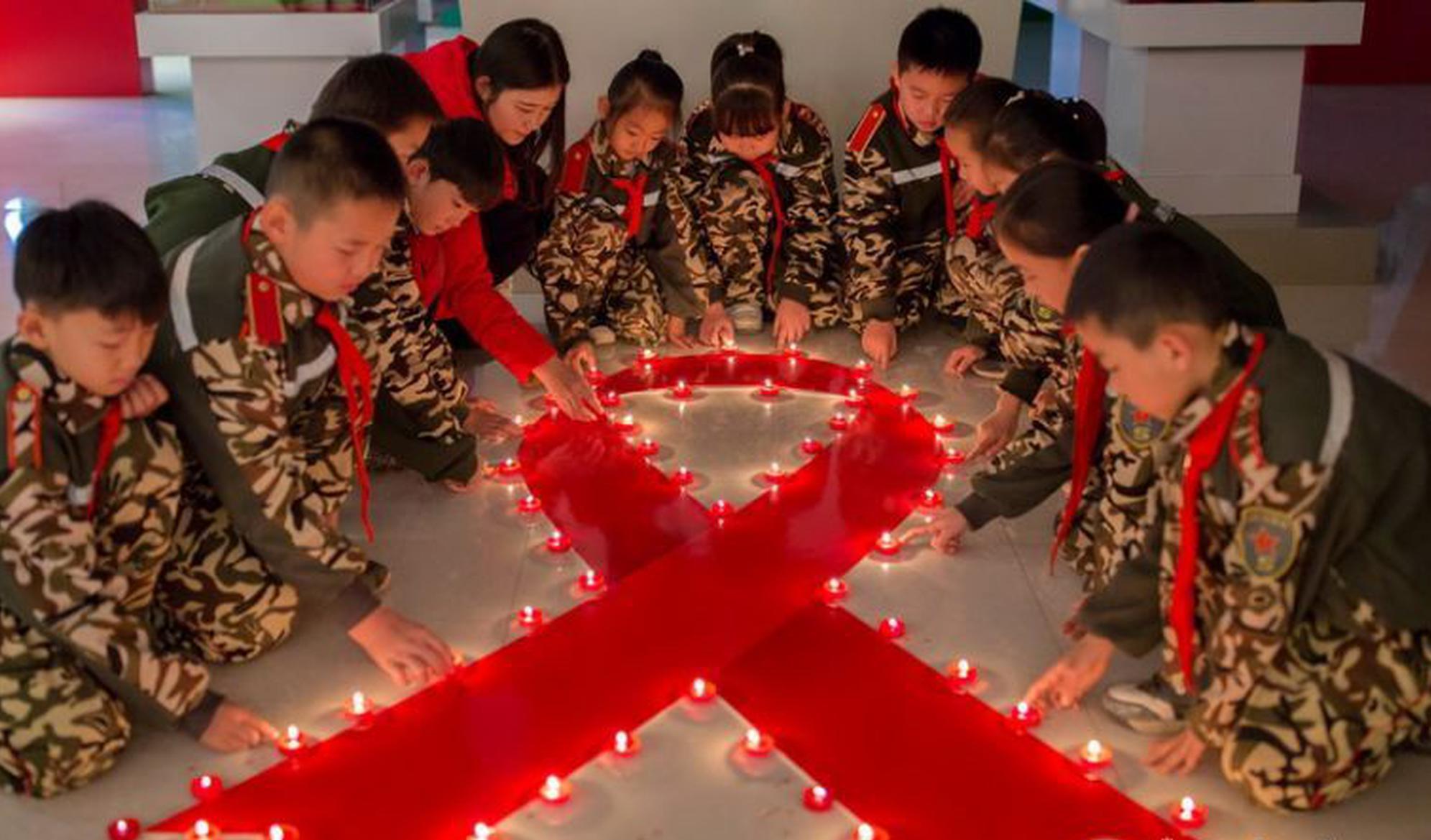 点亮红丝带纪念世界艾滋病日