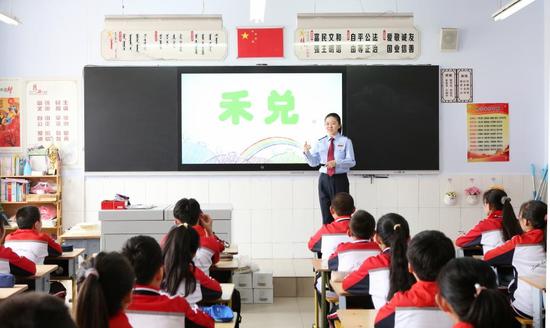 税月童真 相伴成长---锡林郭勒盟税务局开展税法进校园活动