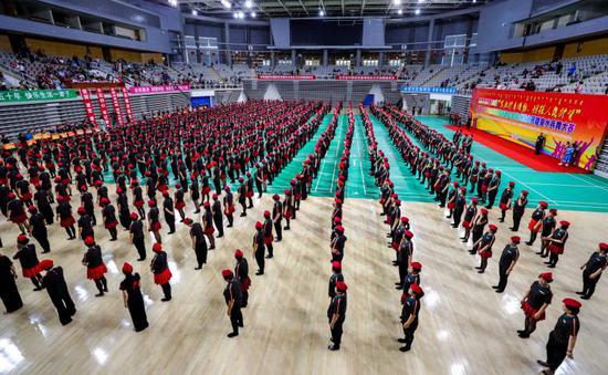 全民健身水兵舞大赛现场