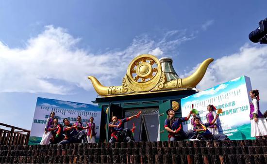 敕勒川草原开启呼和浩特文旅惠民盛宴  网红直播助力发布多种