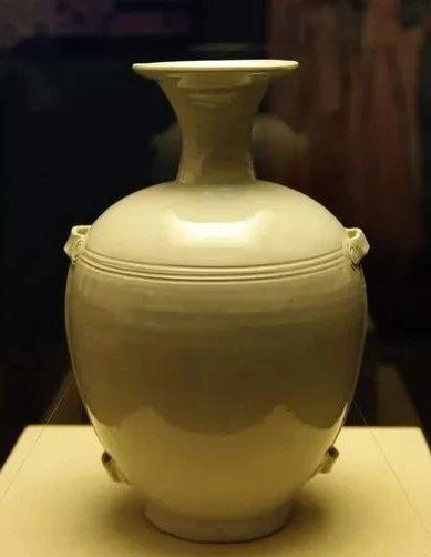 白釉盘口穿带瓶