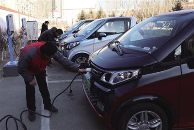 青城驿站内的电动汽车充电站 呼和浩特晚报首席记者 志伟 摄